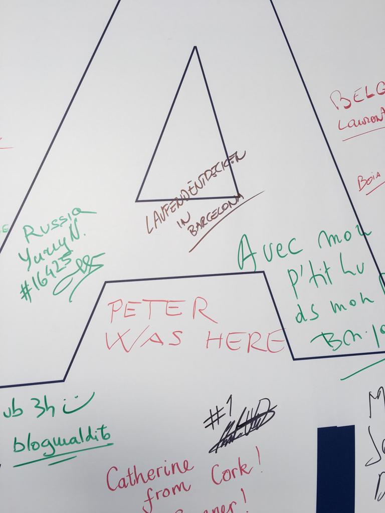 Unterschriftswand beim Barcelonamarathon