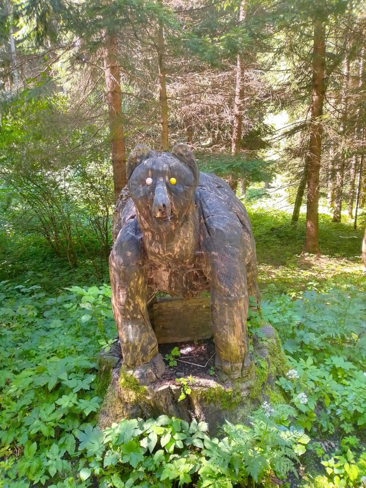 Geschnitzter Bär am Dobratsch Rundwanderweg